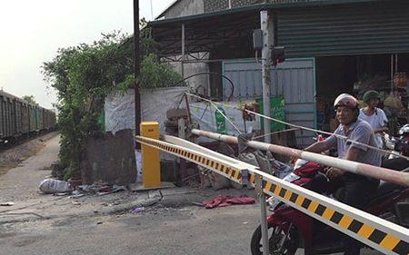 Barrier chắn tàu tự động dùng chắn xe cộ khi qua đường sắt