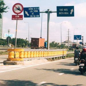 Cận cảnh hộ lan bánh xoay chống lật xe đầu tiên ở Sài Gòn giá trị gần một tỉ đồng