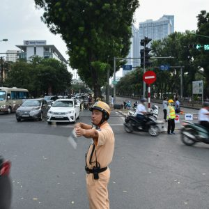 Rào thêm nửa đường Kim Mã, xe cộ giờ tan ca lộn xộn