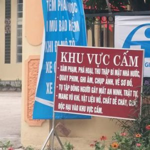Chính quyền xã tự ý gắn tấm biển cấm quay phim, chụp ảnh ở trước trụ sở