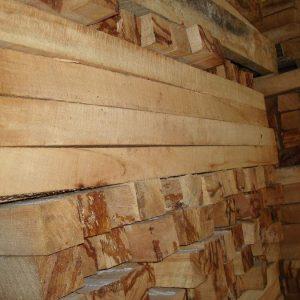 So sánh gỗ cao su và gỗ thông loại gỗ nào nên sử dụng hơn?
