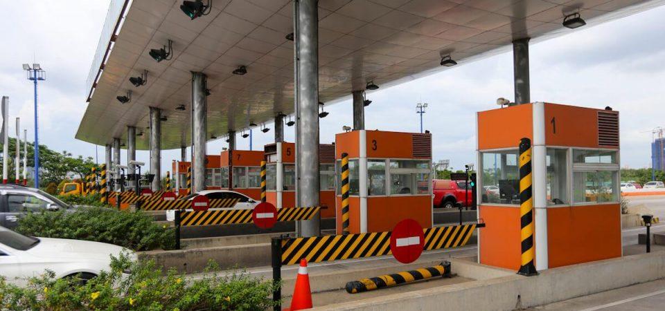 Rào chắn barie tự động đóng mở hay sử dụng đối với trạm thu phí đường cao tốc