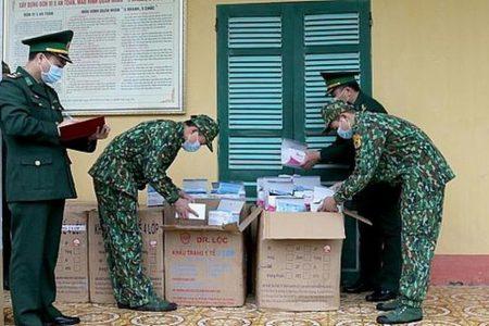 Tam giam vụ chuyển hơn 20.000 chiếc khẩu trang y tế qua biên giới