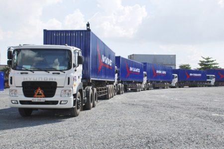 Nghịch lý: Xăng dầu giảm giá, cước vận tải vẫn ngất ngưởng