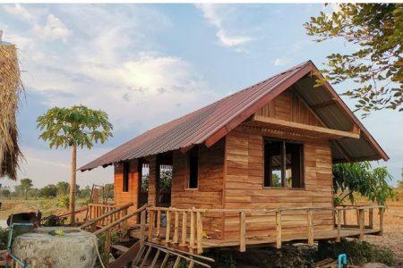 Căn nhà gỗ được thiết kế giữa cánh đồng để sống những ngày yên bình nơi dân dã có chi phí rẻ giật mình