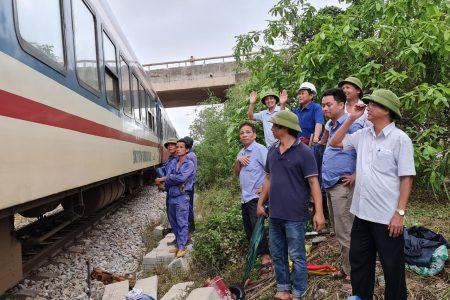 Ngành Đường sắt công bố hotline tiếp nhận vận chuyển miễn phí hàng cứu trợ