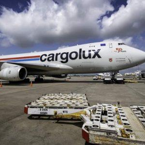 Nhu cầu vận chuyển hàng bằng máy bay tăng mạnh vào dịp cuối năm