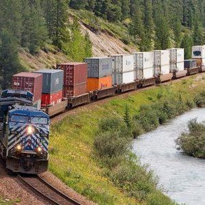 Vận chuyển đường sắt từ nước ta hưởng lợi giữa thiếu thốn container