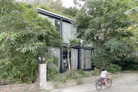 Ngôi nhà nhỏ xinh trong suốt ở Hà Nội, hướng thẳng ra sông Hồng