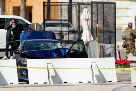 Lao xe vào rào chắn an ninh, làm chết cảnh sát Quốc hội Mỹ