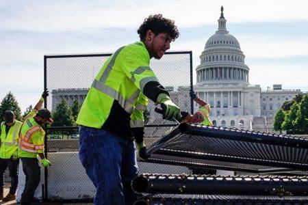Nước Mỹ dỡ bỏ hàng rào an ninh quanh tòa nhà quốc hội