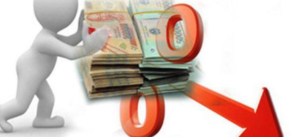 Lãi suất tiết kiệm giảm, lượng tiền nộp vào ngân hàng thấp kỷ lục